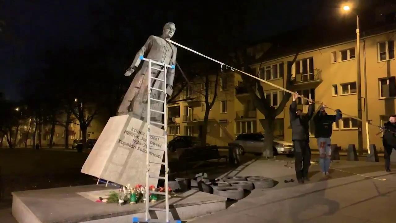 Przewrócenie pomnika Jankowskiego
