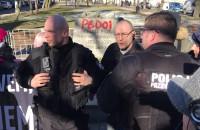 Interwecja policji pod pomnikiem ks. Jankowskiego