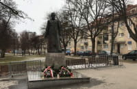 Pomnik ks. Jankowskiego ponownie ustawiony