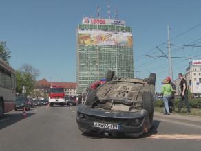 Seat Ibiza dachował w centrum Gdańska