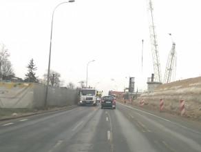 Niewidoczne pasy przy budowie wiaduktu Biskupia Górka