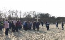 Droga krzyżowa na plaży w Brzeźnie