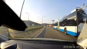 Przegubowy trolejbus Trollino na obwodnicy