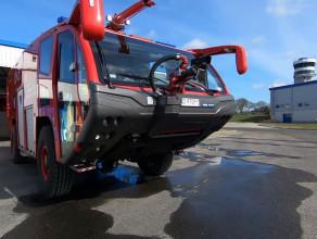 Feliks - nowy wóz gaśniczy na gdańskim lotnisku