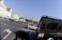Kolejny wjazd na czerwonym i blokada skrzyżowania