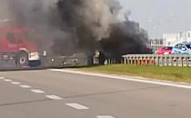 Pali się samochód na węźle Kokoszki na...
