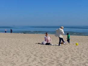 Wielkanocna niedziela na plaży w Sopocie