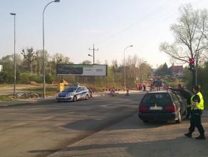 Policja wlepia mandaty na ul. Jabłoniowej