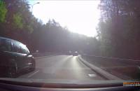 Kierowca z licencją taxi ścina zakręt