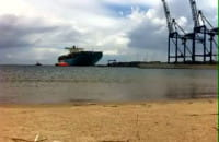 Eleonora Maersk wpływa do Gdańska
