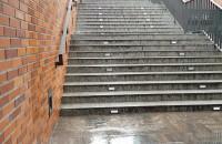 Woda spływa ze schodów Forum Gdańsk