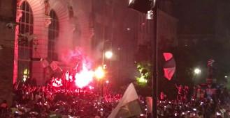 Piłkarze Lechii świętują z kibicami