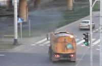 Pojazdy czyszczące miasto dymią i hałasują