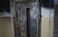 Skutki nocnego pożaru windy przy ul. Bulońskiej na Morenie