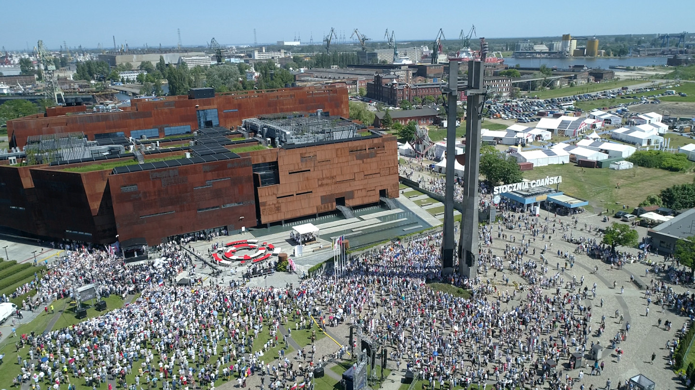Hymn Polski i podpisanie Deklaracja Wolności i Solidarności przy ECS