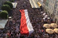 Flaga na wiecu na Długim Targu
