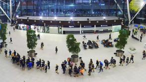 Kolejka biegaczy na Gdańskim lotnisku