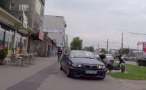 Kabrioletem po chodniku i drodze rowerowej...