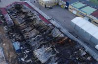 Zgliszcza hal po pożarze na Oruni 26.06.2019