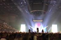 Światła latarek na koncercie Malumy