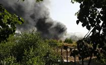 Dogaszanie pożaru hali w Chwaszczynie