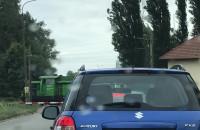 Lokomotywa na przejeździe blokuje ruch