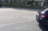 Parkowanie na chodniku 200 metrów od komendy policji