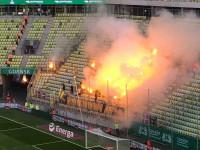 Kibice Broendby odpalili race na Stadionie Energa Gdańsk