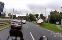 Kierowca Hondy skraca sobie drogę i skręca na zakazie
