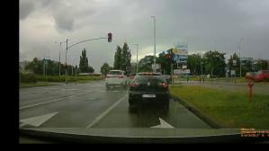 BMW ignoruje czerwone światło