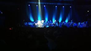 Sting i solo skrzypaczki z Orkiestry Filharmonii Baltyckiej