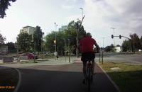 Rowerzysta przejeżdża na czerwonym świetle