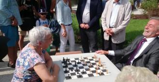 Park Centralny w Gdyni. Gra w szachy
