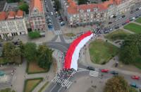 Gigantyczna flaga na ulicach Gdańska
