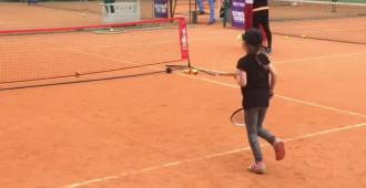 Spot reklamowy szkoleń tenisowych dla dzieci