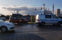 Kolizja samochodu z autobusem na Letnicy