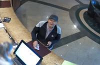 Policjanci szukają oszusta