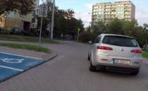 Blisko wypadku, bo kierowca nie wie która...
