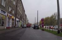 Slalomem po chodniku pomiędzy pieszymi i autami