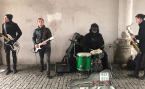 Nietypowi muzykanci w Zielonej Bramie w...