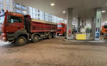 Ciężarówki blokują stację benzynową na...