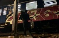 Grafficiarze niszczą pociąg SKM