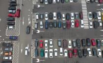 Pełne parkingi pod Auchan