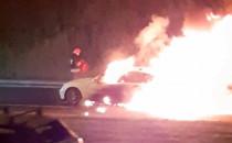 Pożar auta na Armii krajowej i samowolka...