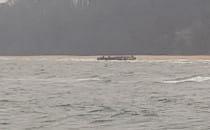 Ponton wyrzucony na brzeg w Orłowie....