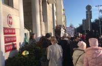 Protest rodziców SP 51 przed Urzędem Miasta