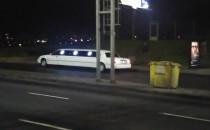Limuzyna w autobusowej zatoce na...