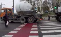 Brak wyobraźni kierowcy ciężarówki