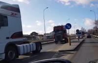 Po Straszynie jeżdżą ciężarówki i trąbią