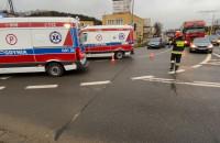Skutki zderzenia 3 aut na węźle Chylonia